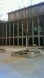 兵庫県立芸術文化センター前広場
